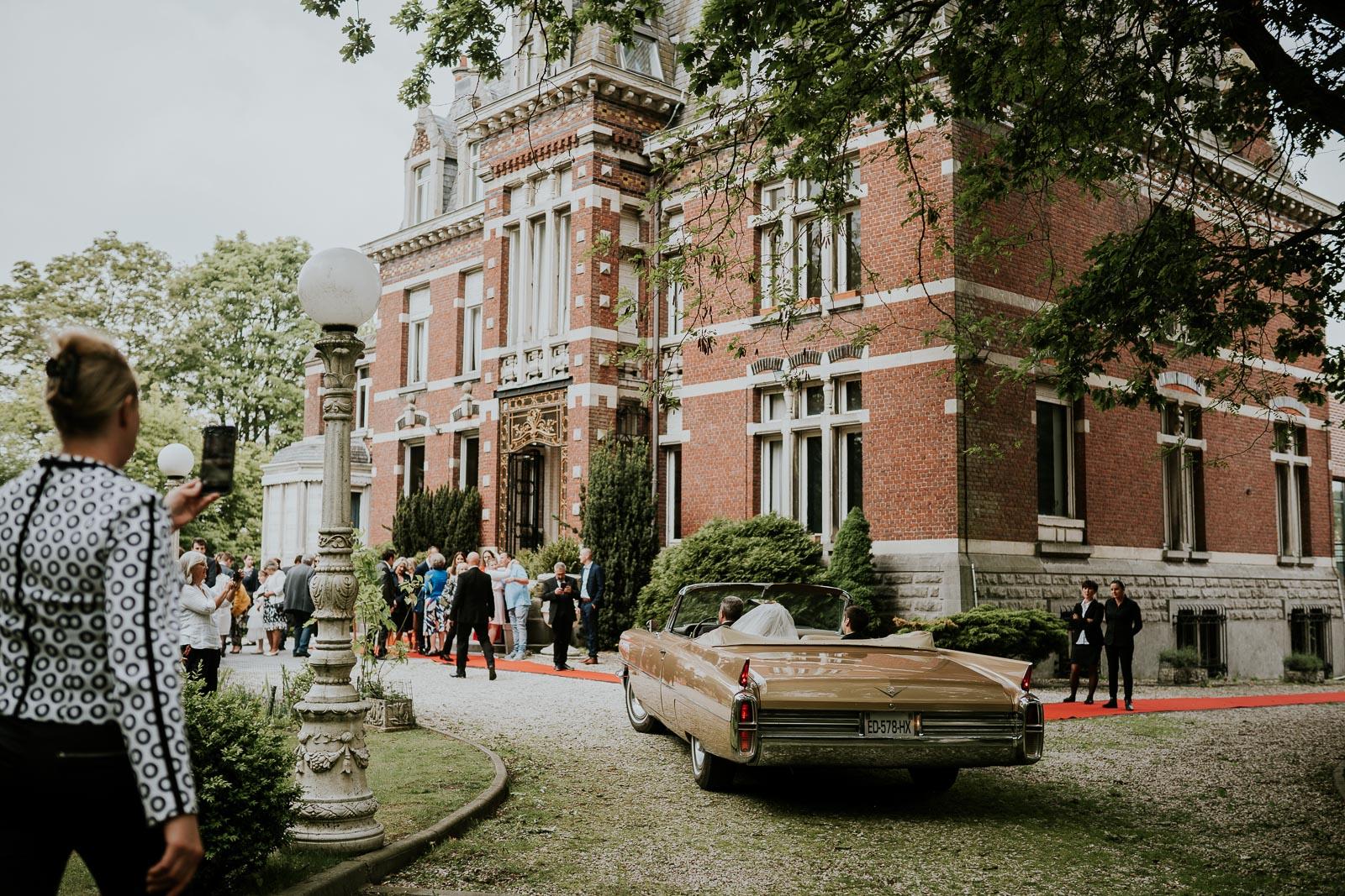 Les mariés arrivent au Château Béghin !