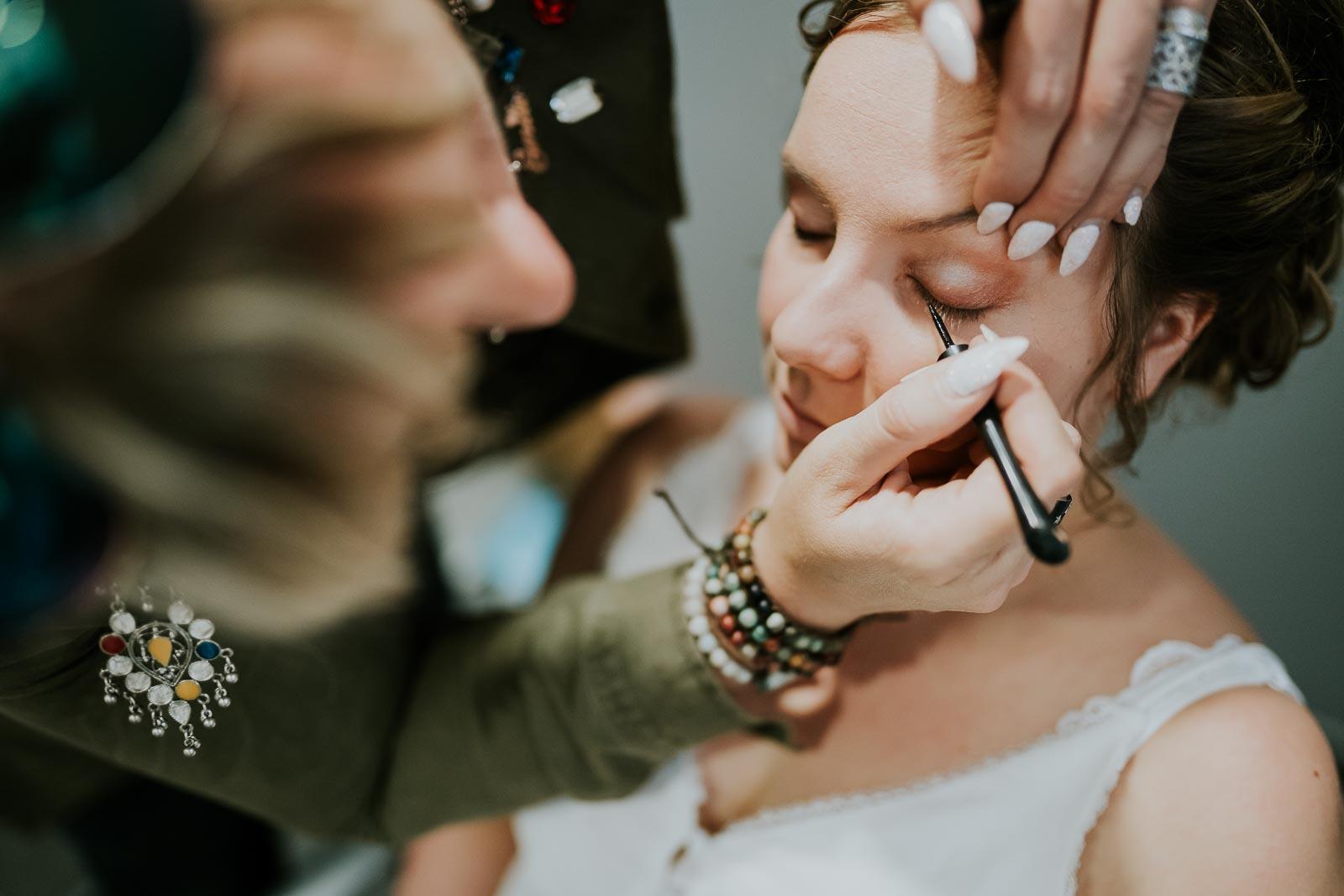 Maquillage de la mariée…