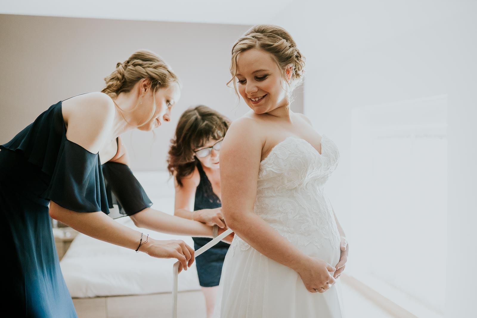 La mariée enfile sa robe, Floyon.