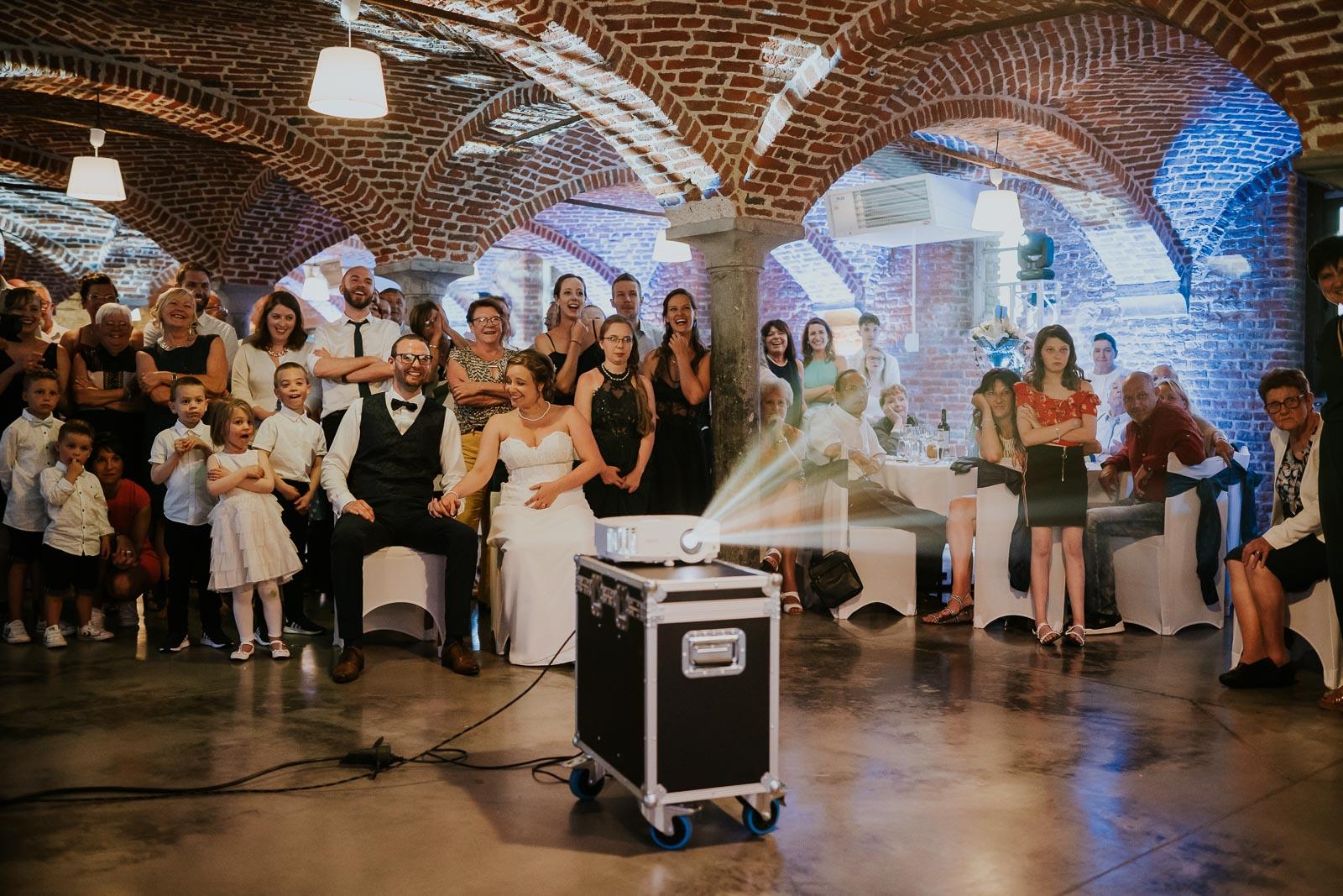 Diaporama surprise, les mariés éclatent de rire !