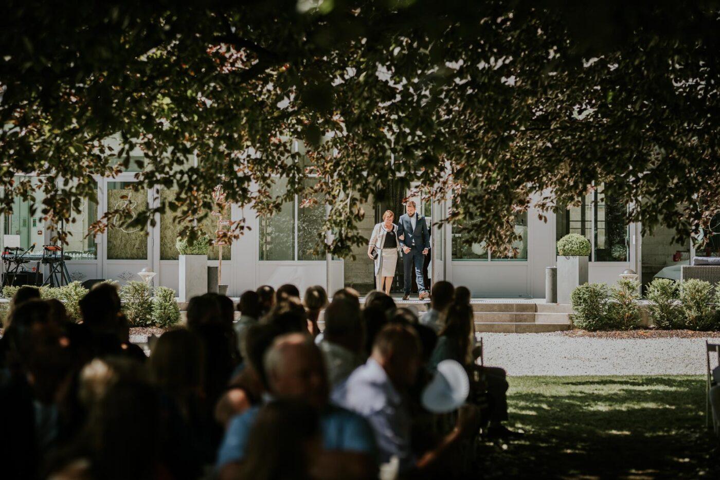Le marié arrive…