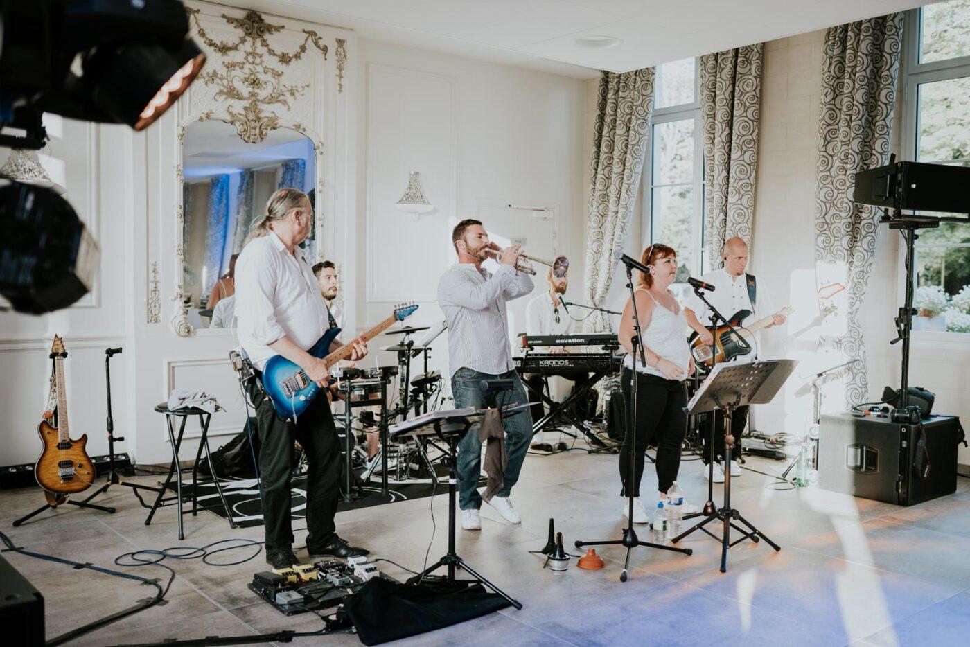 Un groupe en live au Château de Couturelle.