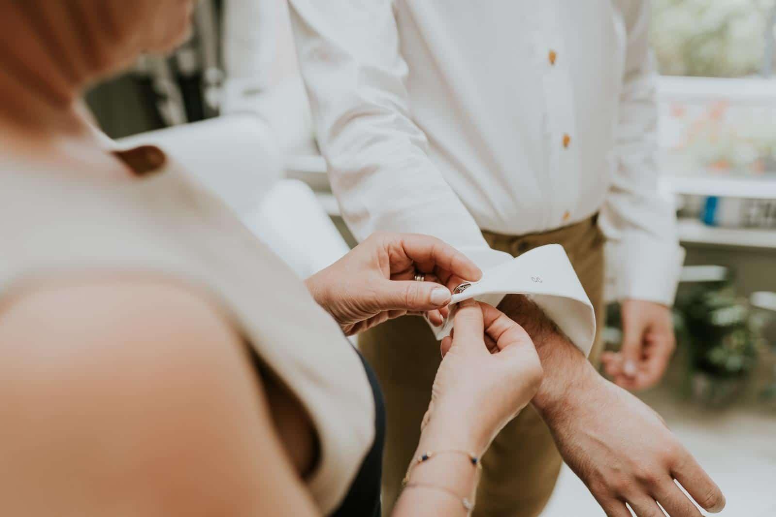 Les Boutons de manchettes du marié…