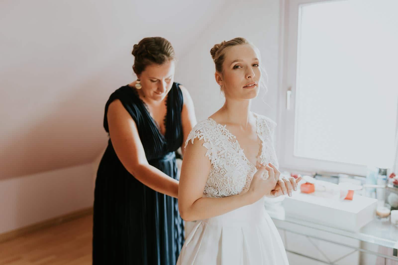 La mariée et sa témoin…