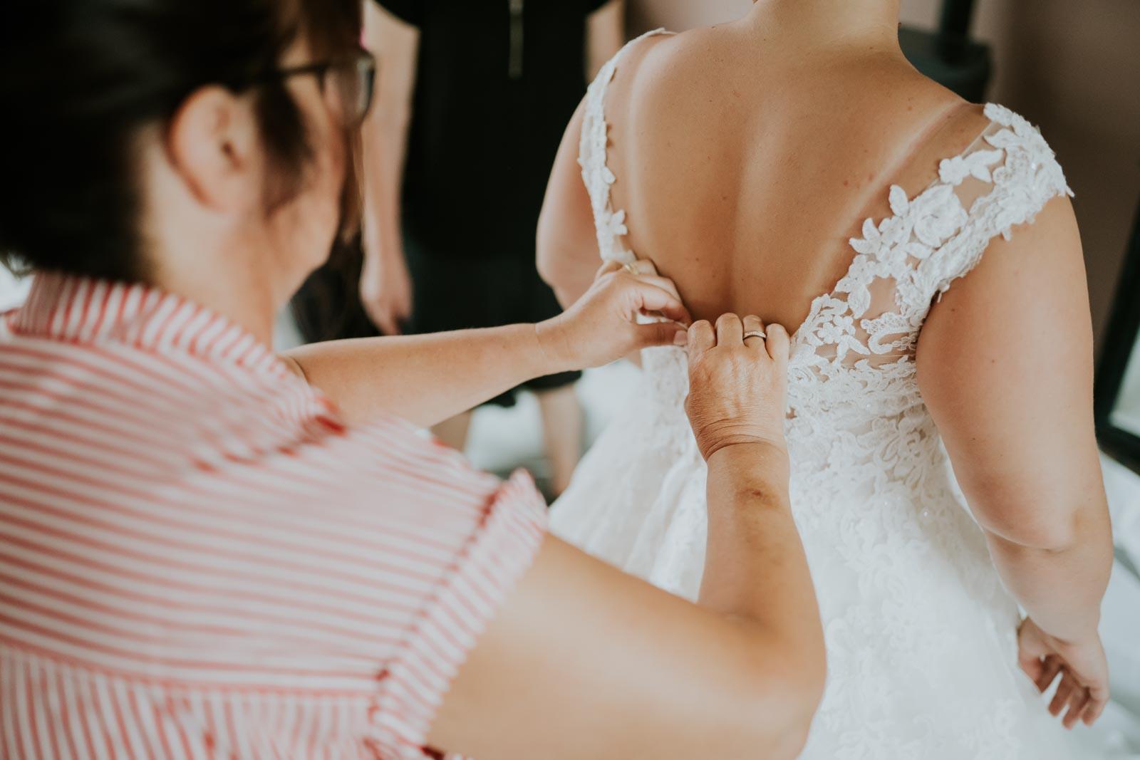 Fermeture de la robe…