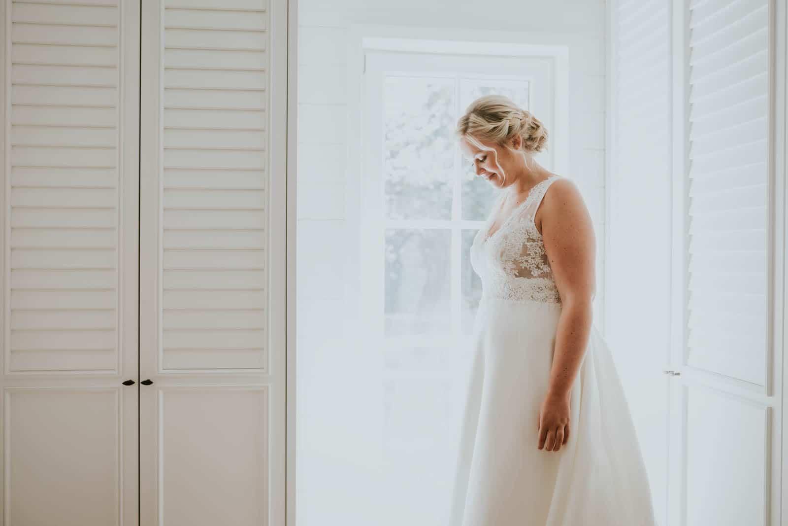 La robe est magnifique… Photographe de mariage.