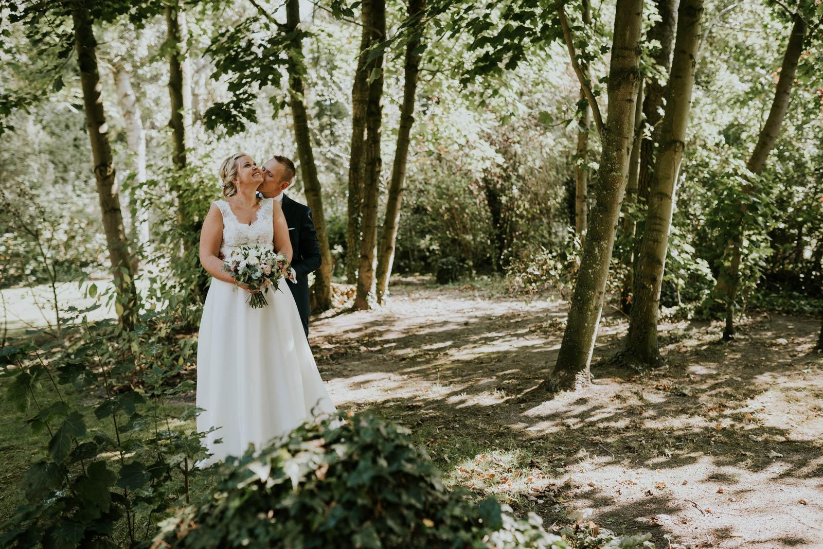 Photo de couple dans le jardin…