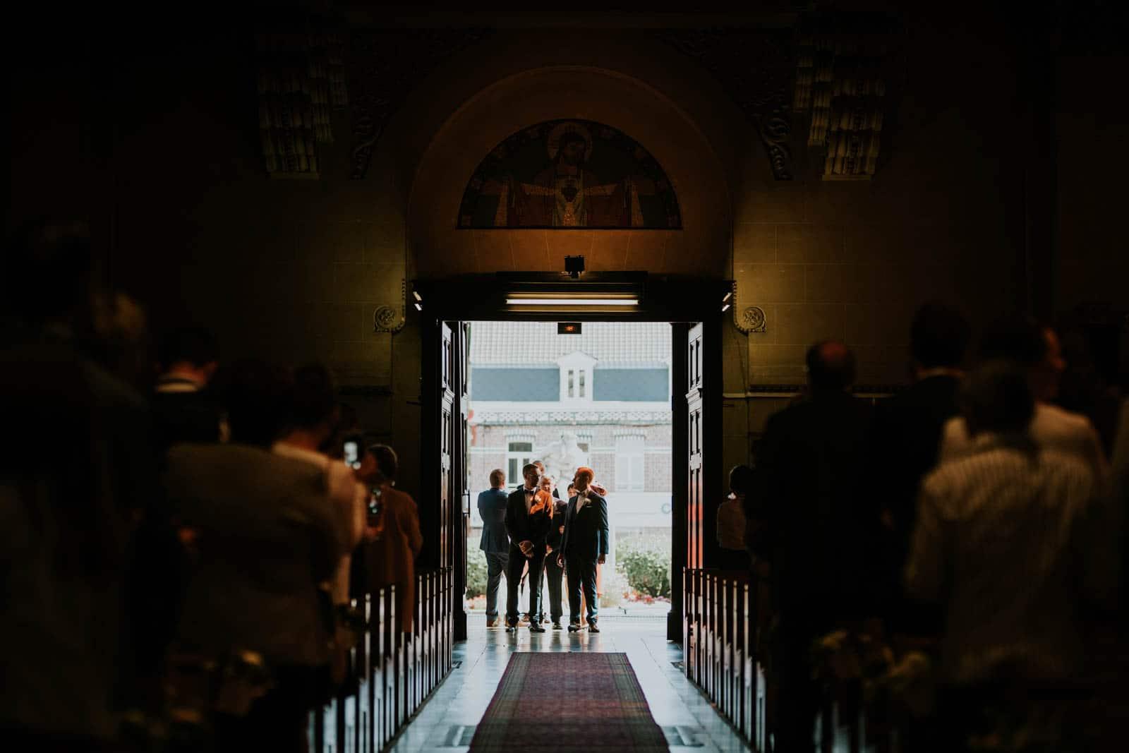 Le mariée juste avant d'entrer…