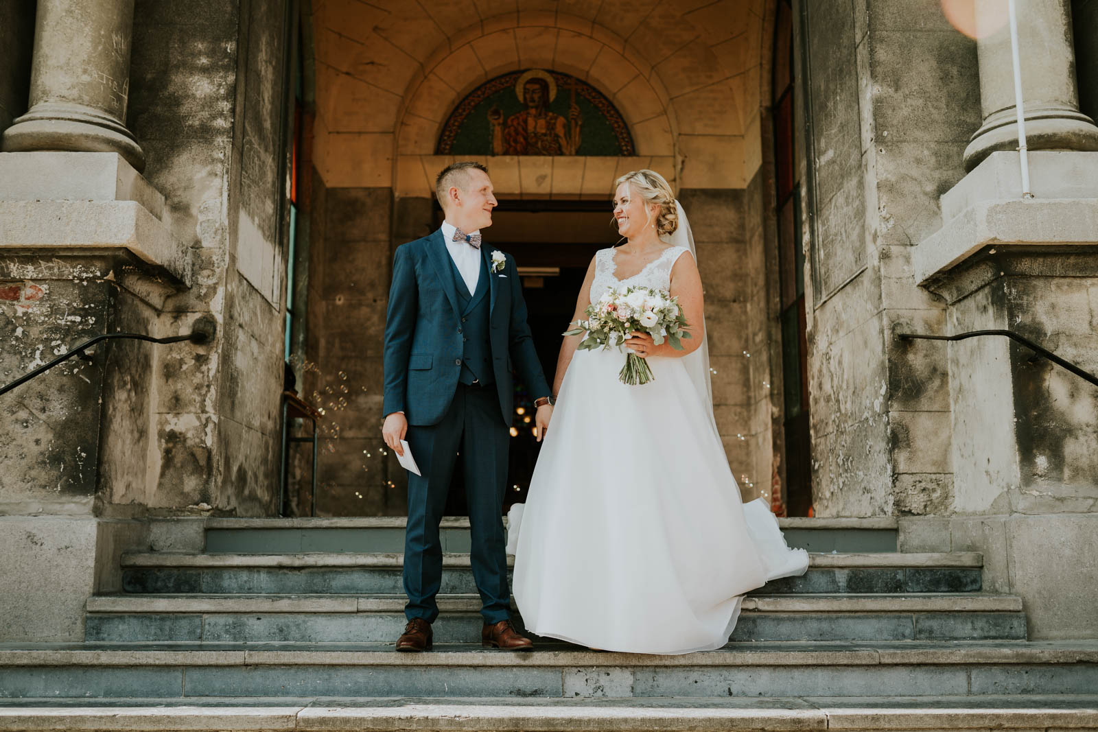 Sortie de Cérémonie ! Photographe de mariage.