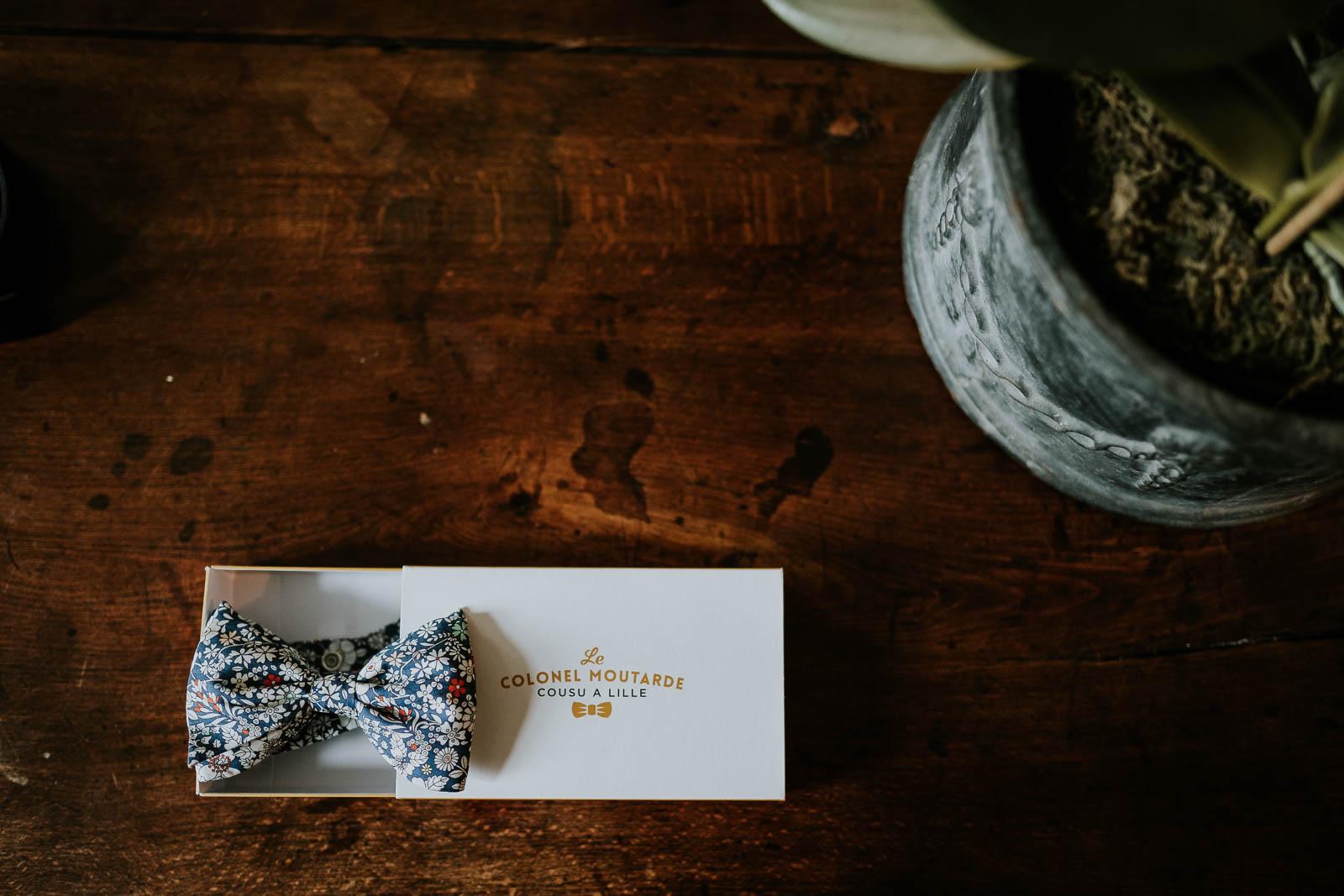Les accessoires du marié au Domaine de la Traxène.